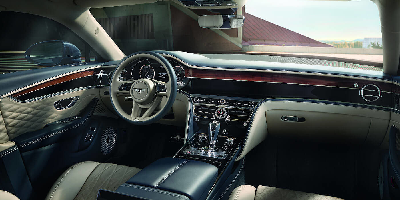 BENTLEY-NEW-FLYING-SPUR-FRONT-INTERIOR-NEW-STEERING-WHEEL